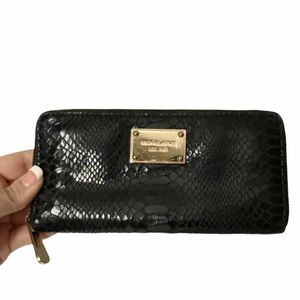 EUC Michael Kors Croc Embossed Black Leather Zip Around Wallet Large